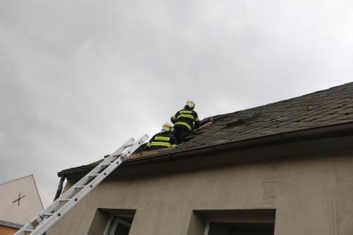 3-pozar-strechy-RD-Sternberk